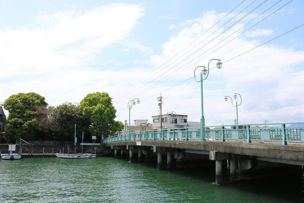 巴川に架かる港橋