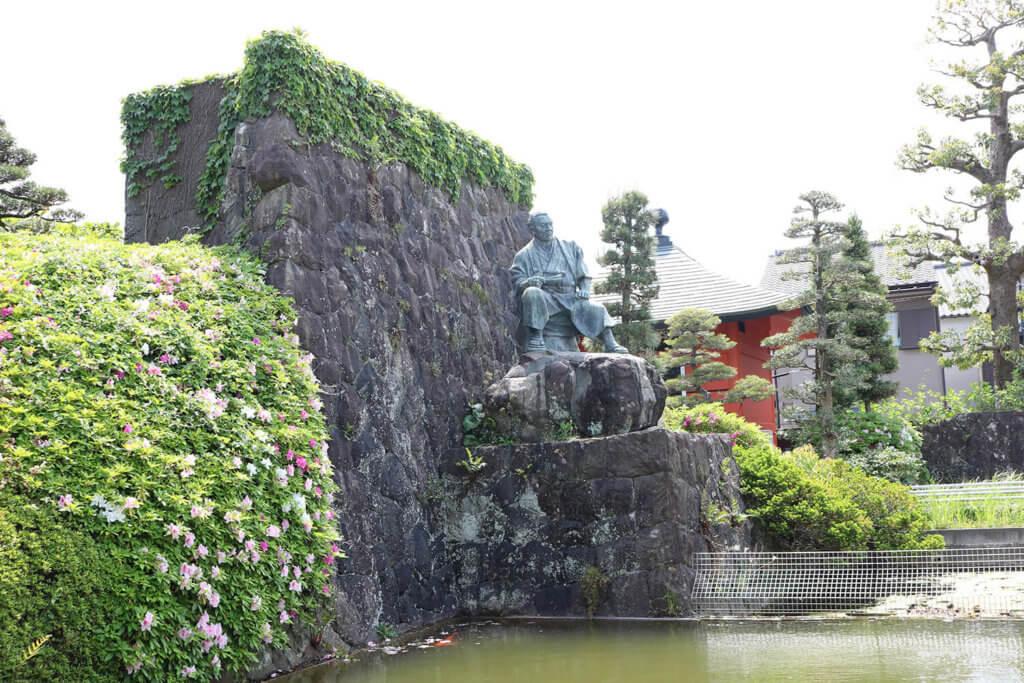 梅蔭禅寺にある、次郎長像